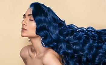 cabello negro con azul